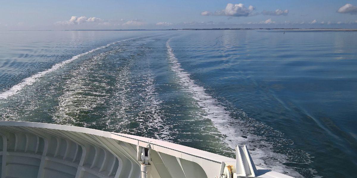λιμάνι της Νάξου, Χώρα, θάλασσα, πλοία, άσπρα σπιτάκια, αποβάθρα