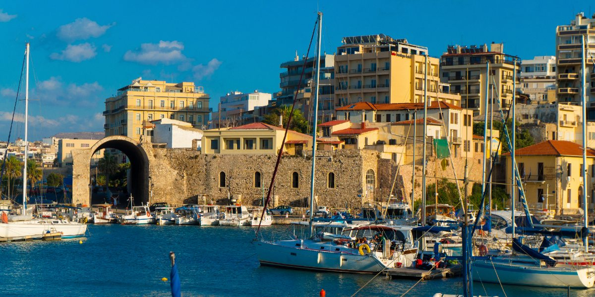 The port of Heraklion, sailing boats, venecian wall, old city, holidays in Crete, ferry routes from Athens