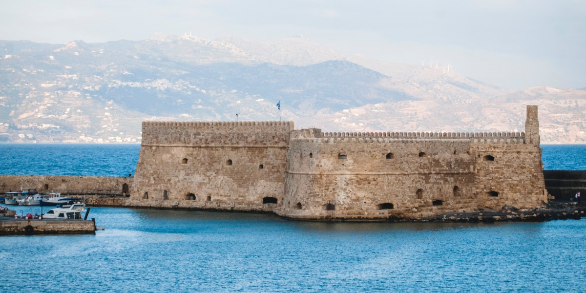 fortress, ferry routes and ferry tickets from Crete and Heraklion to Naxos