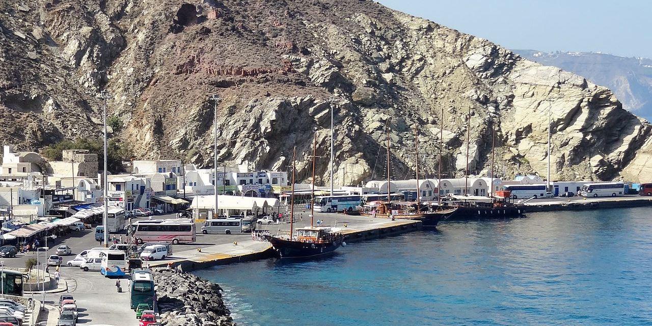 Port d'Athinios à Santorin : Guide de survie