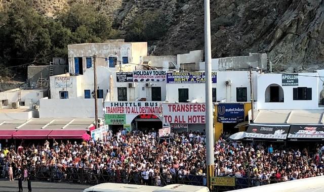 Big crowd in Athinios port of Santorini