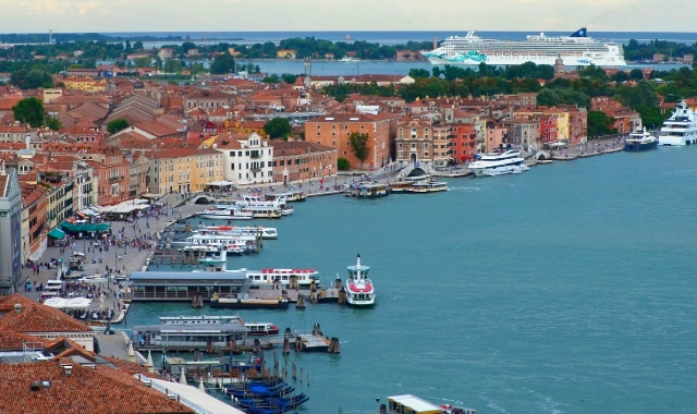port, Italian architecture, red roofs, ferries, Venice