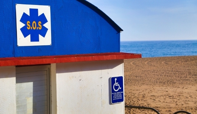 """Emergency """"SOS"""" point for people with disabilities on a Spanish beach"""