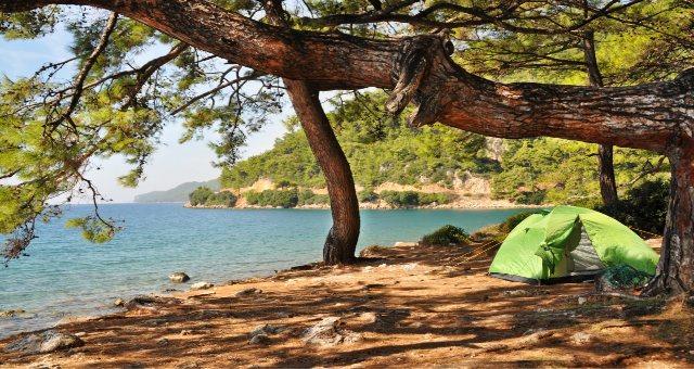 Tenda da campeggio vicino al mare