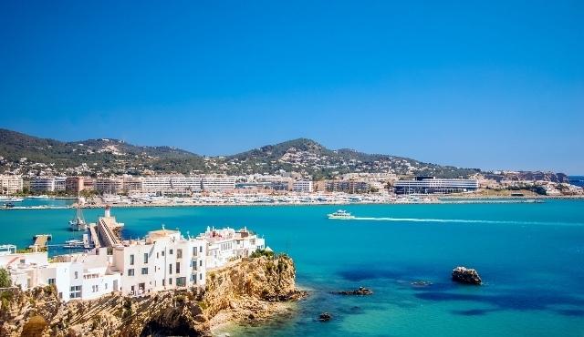 Il porto di Ibiza ed il suo centro storico
