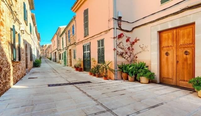 colorful houses, alley, local architecture, alcudia, mallorca, sunny day