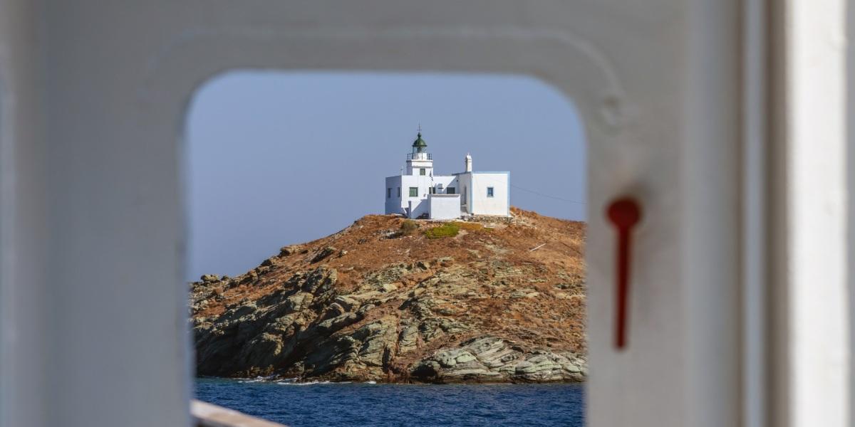 Θέα στη Τζιά από το πλοίο