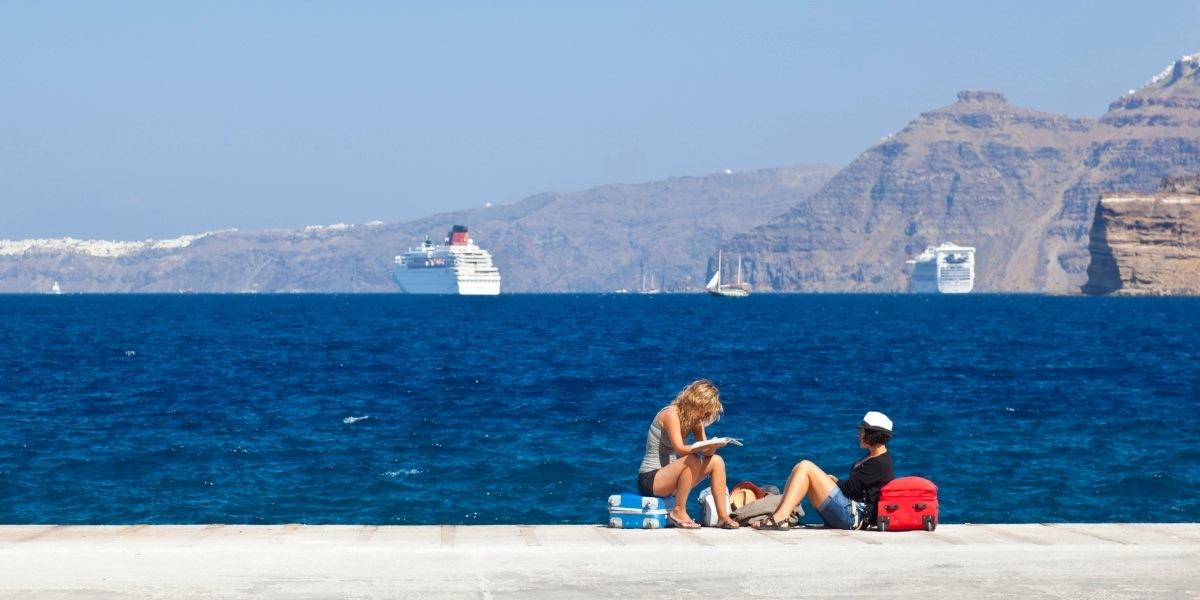 Ферибот, отплаващ от Санторини