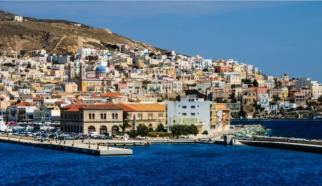 Основното пристанище на Сирос в Ермуполи