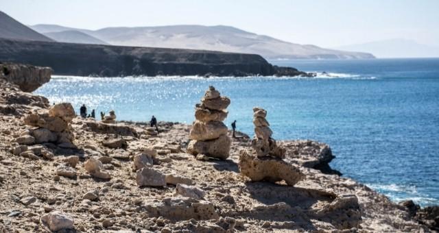 Steintürme vorm Meer auf Fuerteventura
