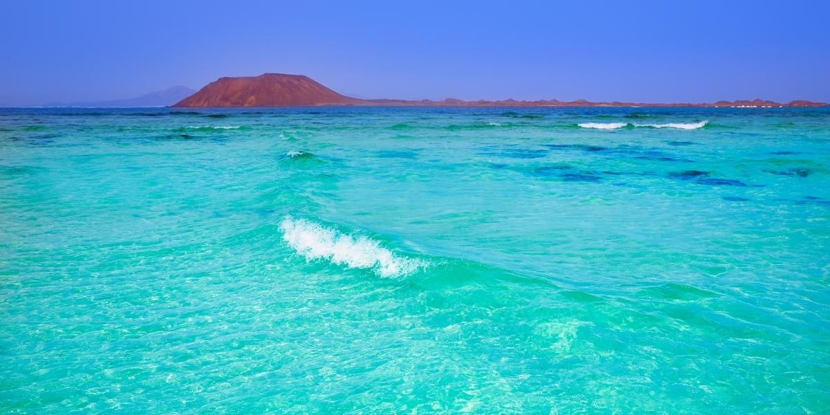 Glasklares Wasser am Strand Corralejo