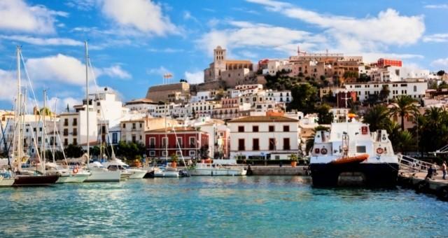 El casco antiguo y el puerto de Ibiza