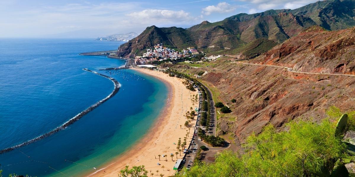La spiaggia di Las Teresitas a Tenerife