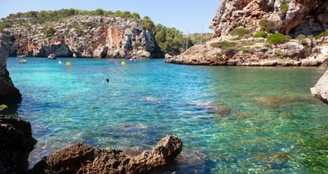 Eine Badebucht auf Menorca