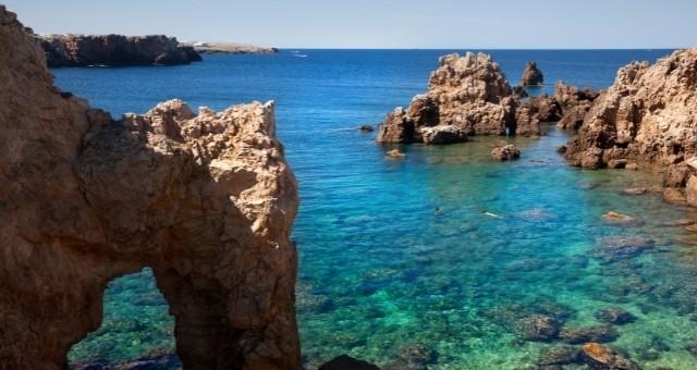 Felsen und das Meer vor Menorca