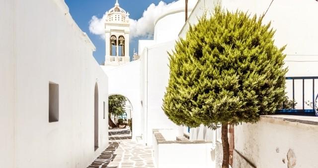 White alley in Paros