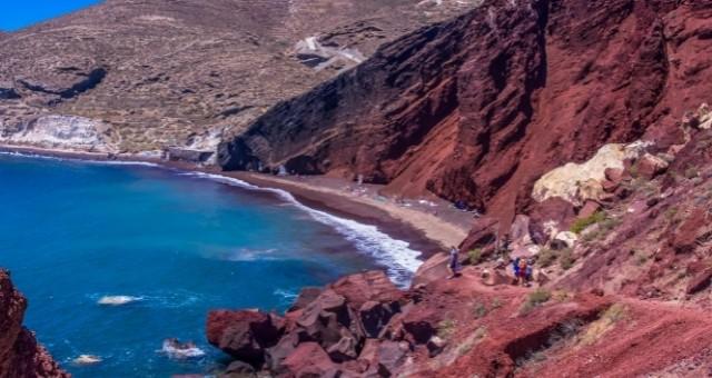 Der rote Strand auf der Insel Santorin