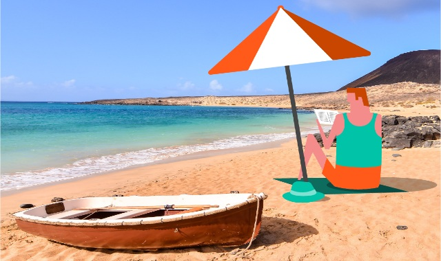 Ταξιδιώτης περιμένει το πλοίο στην παραλία χωρίς άγχος