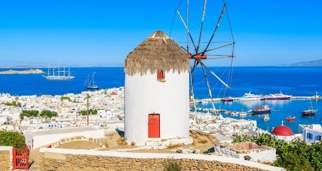 Вятърна мелница над пристанище Миконос