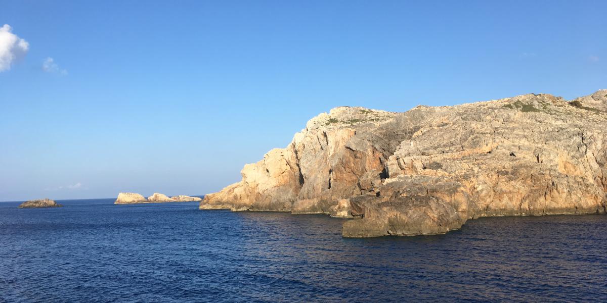 βράχοι, Αντικύθηρα, μπλε θάλασσα, γαλάζιος ουρανός