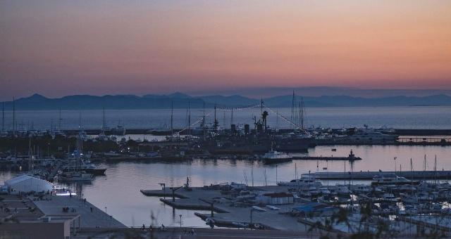 Ηλιοβασίλεμα στη μαρίνα Φλοίσβου, στο Φάληρο