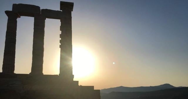 Puesta de sol en el templo de Poseidón en Sounio