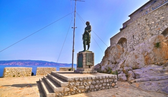 The statue of Greek war hero Andreas Miaoulis by the sea
