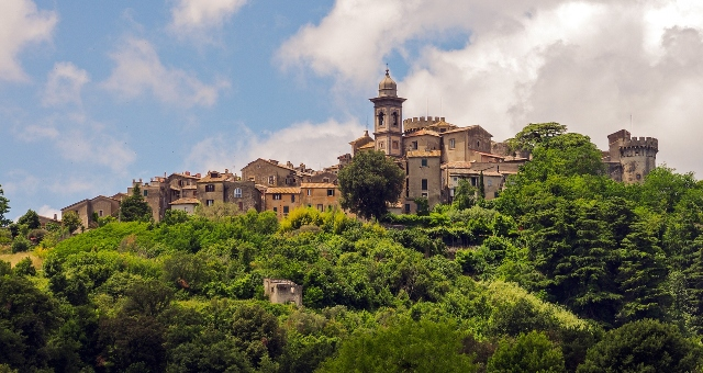 The medieval castle and the impressive nature of Bracciano, close to Rome and the port of Civitavecchia, ferry tickets