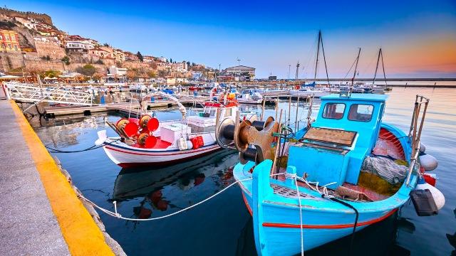 Bateaux de pêcheur au port de Kavala