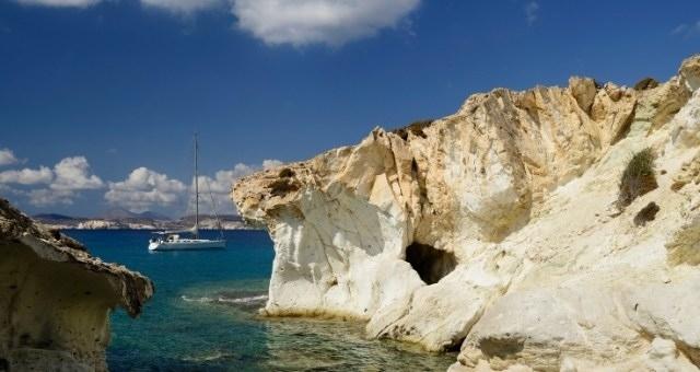 Anchor point at the island of Poliegos opposite Kimolos