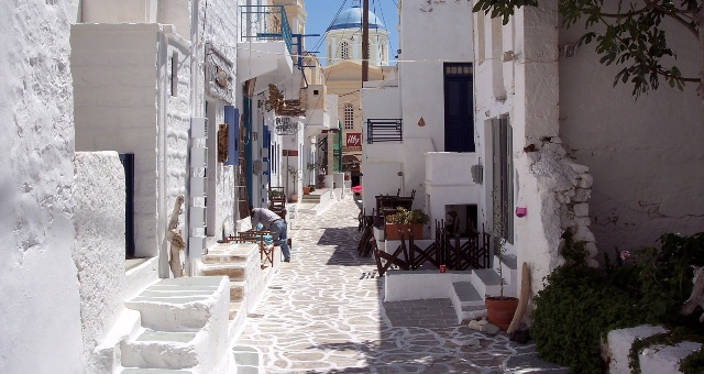 White-washed paved alley in Chorio