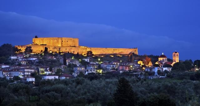 Κάστρο Χλεμούτσι, Κυλλήνη, φωτισμένο, βράδυ, ουρανός, φώτα, σπίτια, οικισμός, πελοπόννησος