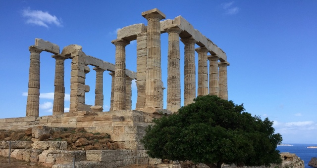 Ναός του Ποσειδώνα, Σούνιο, αρχαιολογικός χώρος, δέντρο, θέα θάλασσα, μπλε ουρανός