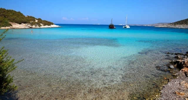 Beach with turquoise waters in Leipsoi