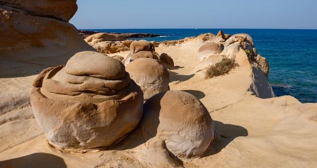 ηφαιστειογενείς πέτρες, Φαλακρό, Λέσβος, θάλασσα