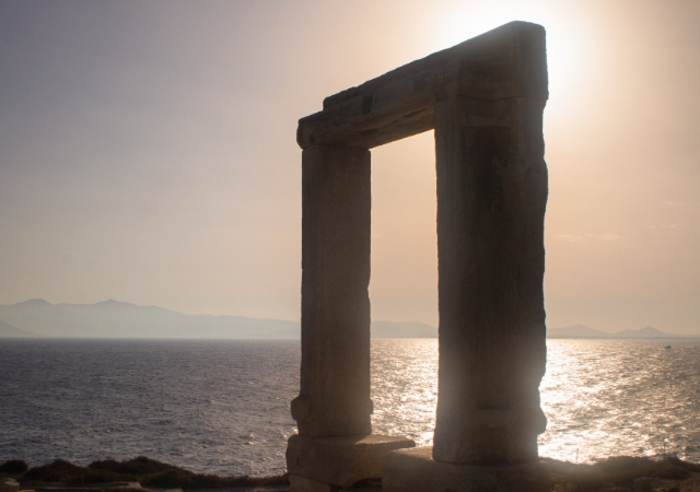 Coucher de soleil, Portara, Port de Naxos, Temple d'Apollon, mer, Cyclades