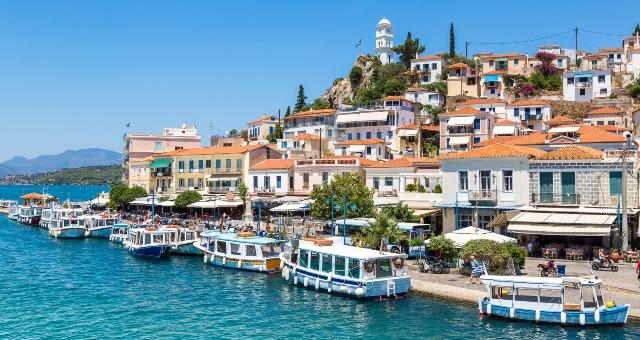 Ψαρόβαρκες, μαγαζιά, σπίτια, παραλιακός δρόμος, Πόρος λιμάνι