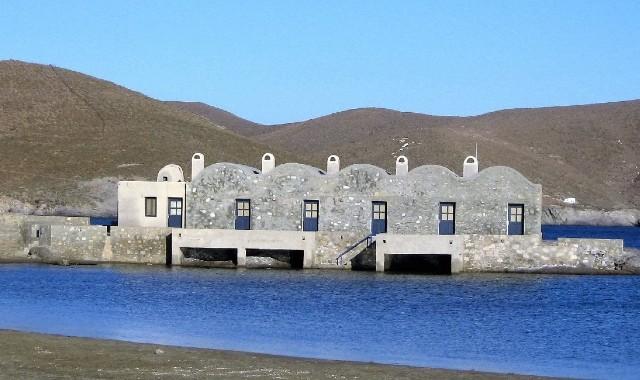 Σπιτάλια, γκρι, πέτρινο κτήριο, μπλε θάλασσα, βουνό, ουρανός