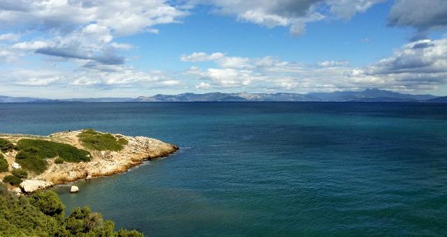 Θεα έξω από το λιμάνι της Ραφήνας, σύννεφα, θάλασσα, βράχια, νησί, ορίζοντας