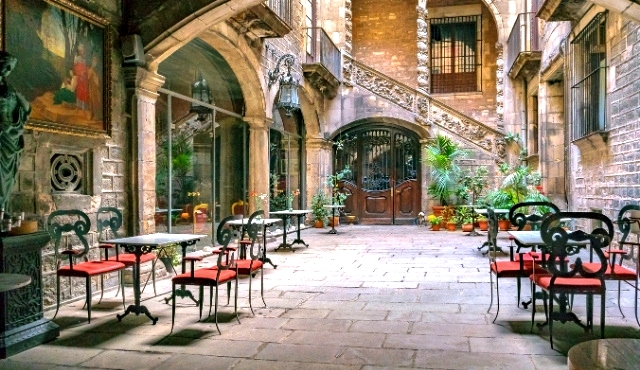 barcelona, spain, courtyard, restaurant, gothic quarter, chairs, tables, plants