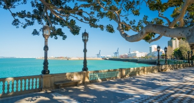 View to the port of Cádiz from a beachfront pathway