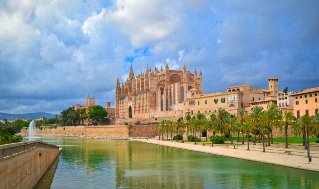 The cathedral of Mallorca, spring, water, tourism, holidays in the Balearic islands, ferry routes