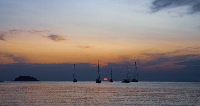 Sunset, sailing boats, calm sea, sky colours, island, Menorca, Balearic sea