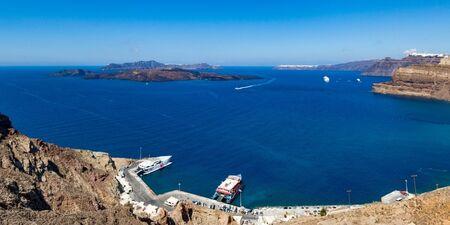 Guida sul porto di Athinios a Santorini